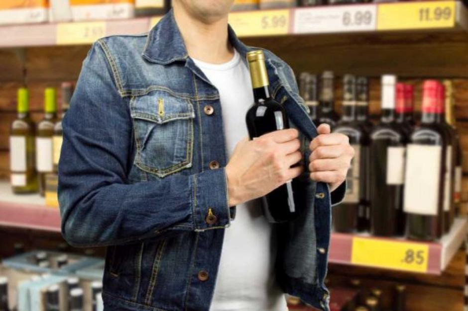 Alkohol łupem nr 1 sklepowych złodziei. Jak zabezpieczyć towar?
