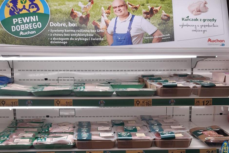 Auchan Polska zamierza do 2026 r. spełnić zobowiązania poprawy dobrostanu kurcząt