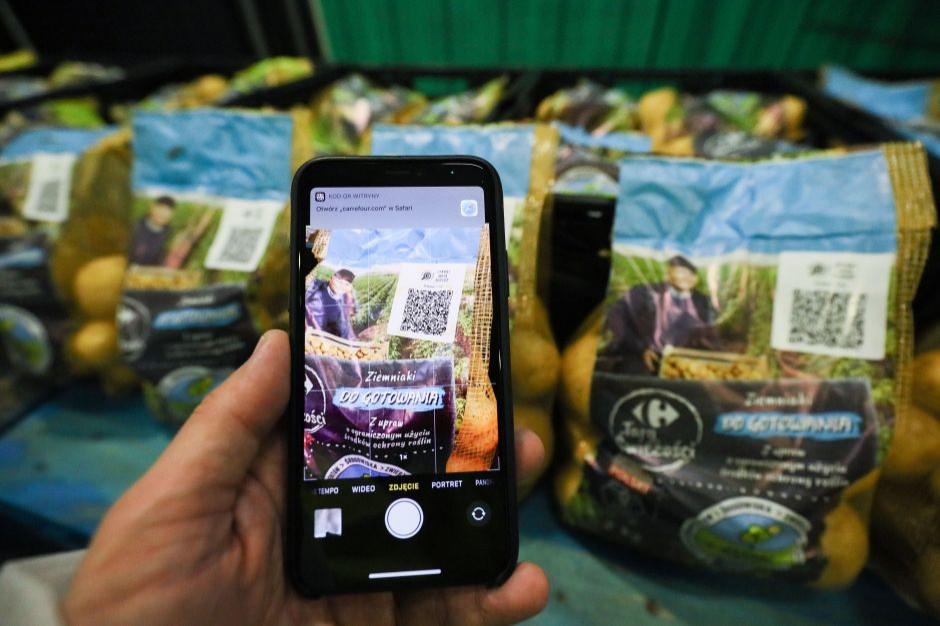 Carrefour pokaże drogę ziemniaków od pola do stołu. Pomoże w tym blockchain