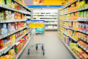 Rodzinne sklepy chcą zatrudniać dodatkowe osoby w niedziele, fot. Shutterstock