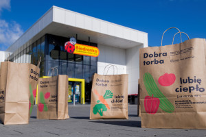 W sklepach sieci Biedronka od 2006 roku odbywają się zbiórki żywności; fot. Biedronka