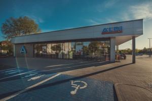 Aldi Retail przejmuje działalność operacyjną, pogłębia się strata w Polsce