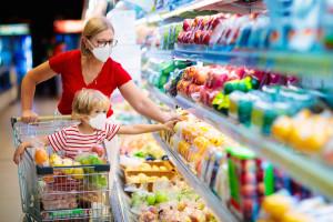 Paliwa i prąd drożeją. Czy sieci wezmą na siebie wzrost cen? Fot. Shutterstock