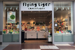 Flying Tiger Copenhagen to duńska sieć sklepów;  fot. za kingcrosspraga.pl