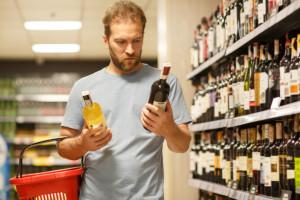 Projekt zakłada podwyższenie stawki akcyzy na napoje alkoholowe o 10 proc. Fot. Shutterstock